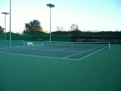 Estali gabeko tenis-zelaiak
